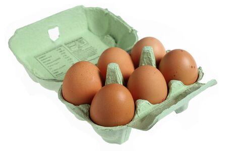papier mache: Seis de gama marr�n, libre de huevos en una caja de huevo papier mache verde