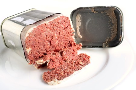bully: A tin of corned beef or bully beef open on a plate Stock Photo