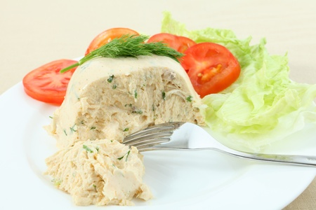 moulded: A moulded pate of chicken meat, cream cheese, gelatin and herbs served with a lettuce and tomato salad Stock Photo