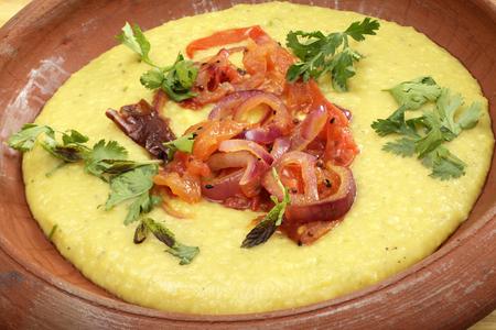 lentejas: El popular plato indio Tarka dal - dal o dahl es el término fro lentejas y varios pulsos, la Tarka es el sofrito de cebolla, pimiento y tomate de guarnición se