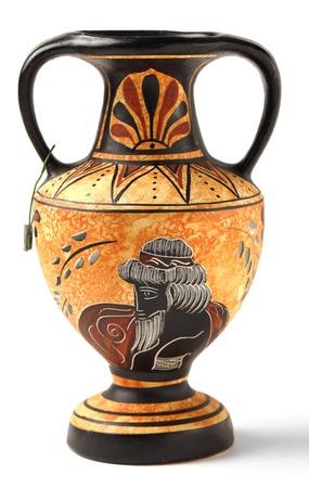 greek pot: Una riproduzione di una Nikosthenic nera figura Anfora dal periodo ellenico L'originale è stato trovato sulla Cipro La copia è tipico di un genere di massa prodotta archeologici souvenir turistici venduti in tutta la Grecia e Cipro