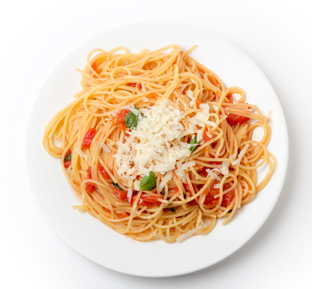 Spaghetti al pomodoro, one of the simplest Italian rustic dishes with the pasta tossed in a sauce of tomato, basil, garlic and a little sugar and oil. Reklamní fotografie - 37666124