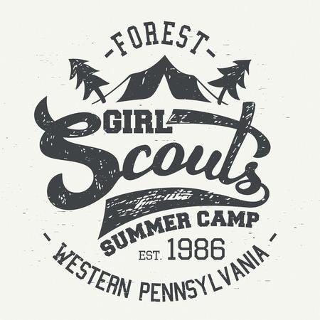 Girl Scouts campamento de verano. Diseño tipográfico de la camiseta y etiquetas de estilo vintage Foto de archivo - 45872887