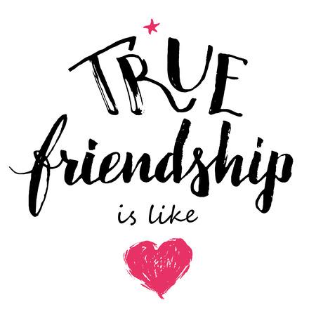 amistad: La verdadera amistad es como el amor. A mano las letras y la caligrafía cita de la amistad aislados sobre fondo blanco