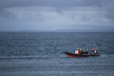 salvavidas: Guardacostas de formación irlandesa bote de rescate frente a la costa del Condado de Clare