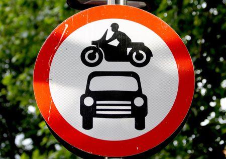 denoting: Road sign denoting no through road for motor vehicles