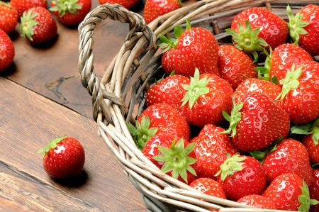 willow fruit basket: Strawberries in basket