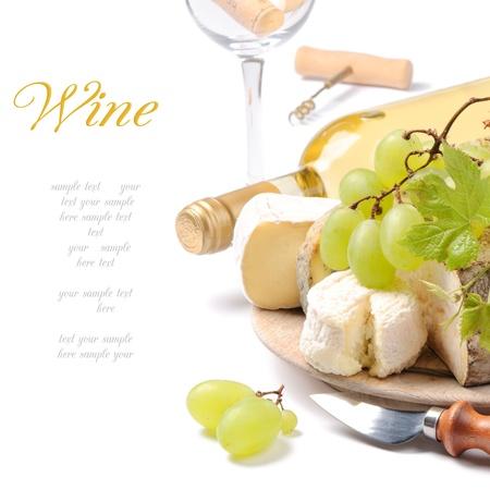 queso blanco: Vino con selecci�n de quesos franceses sobre blanco blanco