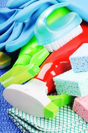 schoonmaakartikelen: Set van kleurrijke reinigingsproducten