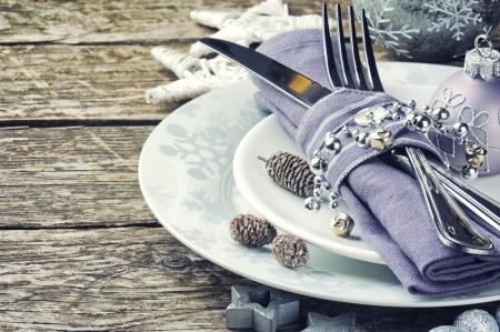 cena navideña: Vector de la Navidad en el tono de plata sobre la mesa de madera
