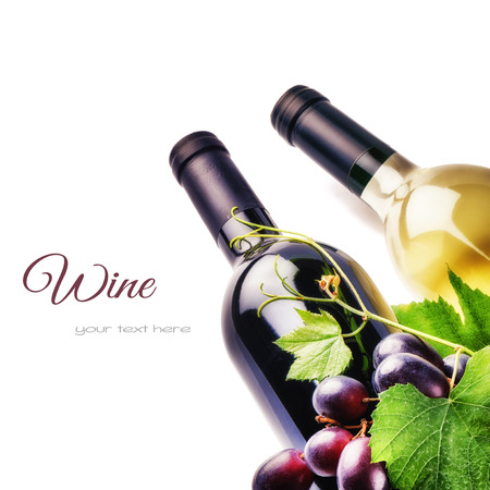 Bottles of red and white wine with fresh grape isolated over white Stockfoto