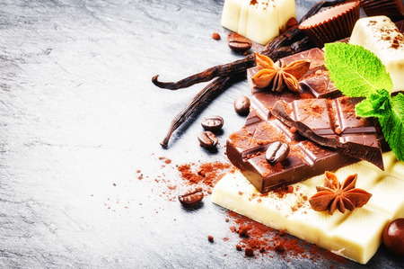 ground nuts: Assortment of fine chocolates and pralines with fresh mint and vanilla