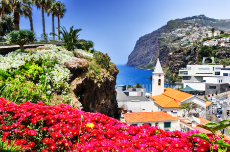 View of Camara de Lobos, small fisherman village on Madeira island Banque d'images