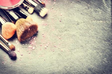 Verzameling van professionele make-up kwasten met copyspace