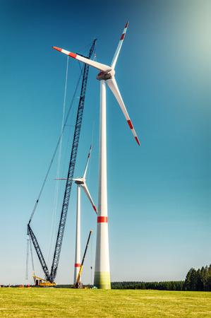 풍력 터빈의 건설 사이트와 프리. 산업 개념 스톡 콘텐츠