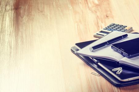 calculadora: Concepto de negocio con la agenda, teléfono inteligente y calculadora. espacio de la copia Foto de archivo
