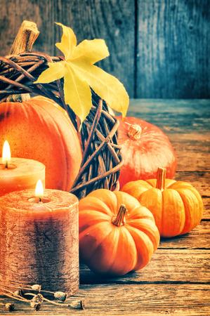 dynia: Jesień Martwa natura z dyni i świece