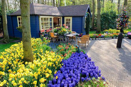 jardines con flores: tienda de flores en los jardines de Keukenhof, Lisse, Holanda Foto de archivo