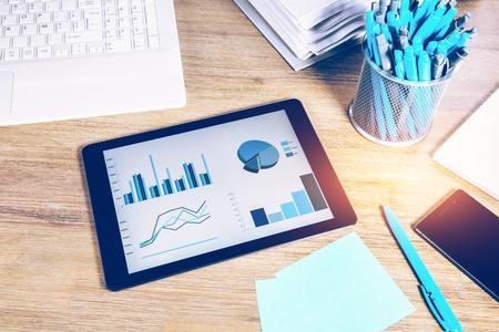 사무실 책상 최고 근접 촬영으로 비즈니스 개념입니다. 온라인 비즈니스, 금융, 컨설팅, 경영