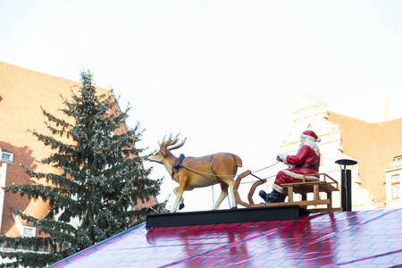 Christmas big plastic wooden traditional Santa Claus on sledge with deer Stockfoto