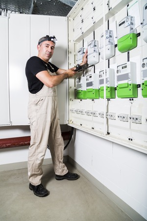 Electrician testing equipment in fuse box or switch box Stockfoto