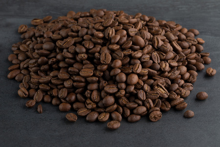 Heap of Roasted Coffee Beans Archivio Fotografico - 120123420