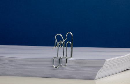 Paper Clip Character Couple in Embrace Archivio Fotografico - 120506268