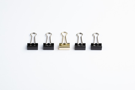 Row of Five Bulldog Clips with Gold Centre Clip Archivio Fotografico - 120506275
