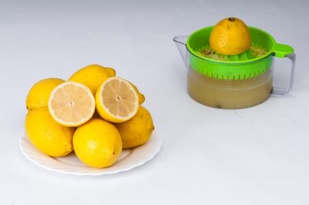 juice squeezer: Fresh lemon juice and citrus squeezer