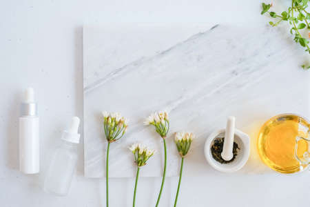 natural skincare on marble background with flower, leaf and pestle mortar . cosmetic beauty background. Zdjęcie Seryjne - 153251804