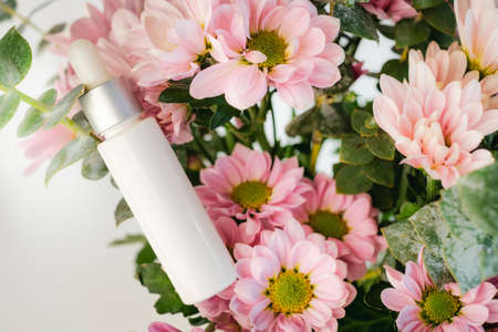 cosmetic beauty product with natural ingredient and flower. Zdjęcie Seryjne - 153252489