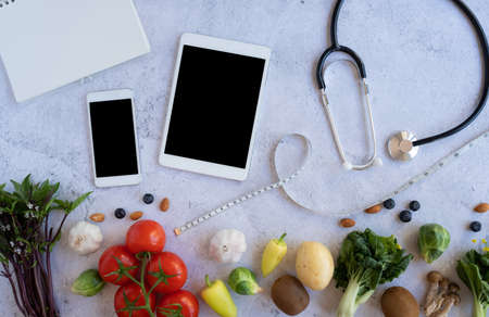 digital tablet for searching online app for healthy recipe , nutrition, diet and grocery shopping. Zdjęcie Seryjne