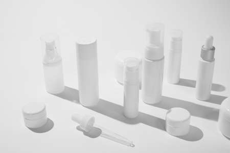 cosmetic and skin care package on white background with shadow. modern and minimal beauty product design. Zdjęcie Seryjne - 155596046