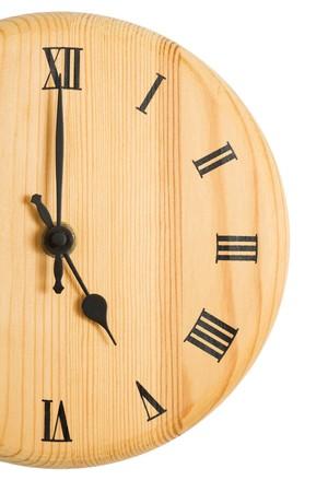 o�??clock: Cultivada moderno reloj con las manos a las cinco en punto, aisladas en blanco