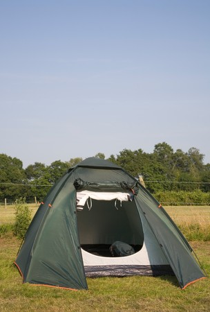 long weekend: Spiovente tenda in un campeggio a New Forest, England.