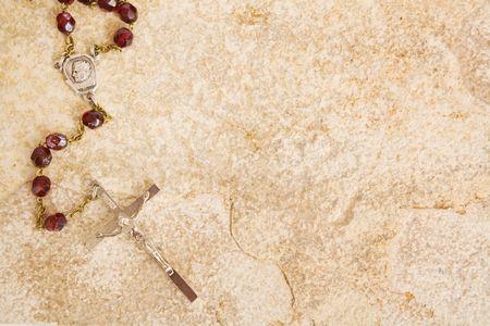 różaniec: Paciorki różańca na tle piaskowca Zdjęcie Seryjne