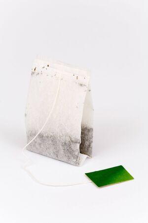 sachets: Saquito de t� aisladas sobre fondo blanco Foto de archivo