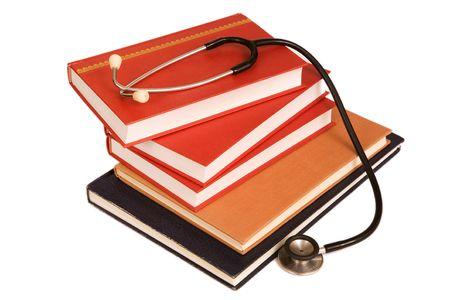 referenz: Stethoskop auf einem Stapel B�cher isoliert auf wei�em