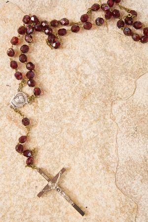 różaniec: Paciorki rosary na tle piaskowca z miejsca dla tekstu Zdjęcie Seryjne