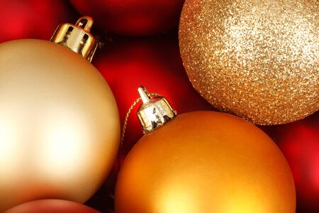 glitzy: Colorful christmas baubles in red and gold