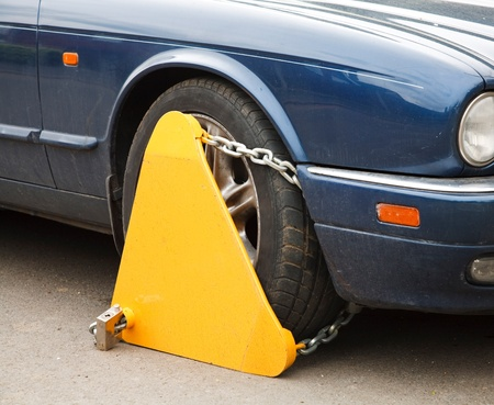 illegally: Wheel clamp attached to the wheel of a car