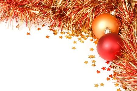 slingers: Kerst grens met rode en gouden ballen, klatergoud en confetti Stockfoto