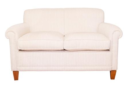 divano: Divano moderno crema neutra isolato su uno sfondo bianco con tracciato di ritaglio