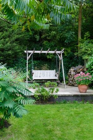 Muebles Del Patio En Una Terraza En Un Jardín Inglés Fotos, Retratos ...