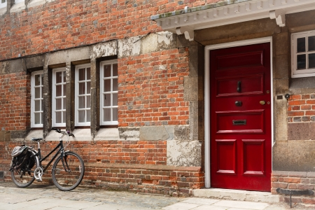 hampshire: Retro bicycle leaning against the wall of an old historic building Stock Photo