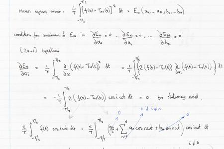 Página de la mano escrita fórmulas con funciones de análisis de Fourier Foto de archivo - 46659721