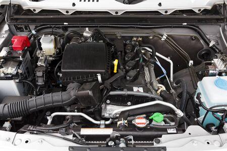 Buckingham, Royaume-Uni - 16 mai 2019. Compartiment moteur sous le capot ou le capot d'une Suzuki Jimny 2019. Le moteur est un 1.5L essence.