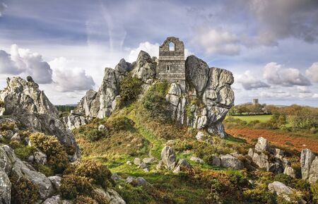 The ruins of St Michaels Chapel, a medieval hermitage on Roche Rock near St Austell, Cornwall, UK Standard-Bild