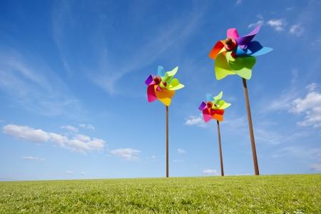 wind farm: Toy molino concepto de parque e�lico de energ�a verde en el campo