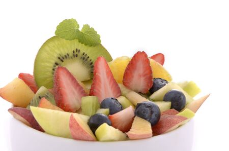 alimentacion balanceada: Diferentes frutas como la ensalada de frutas en un plato blanco, fondo blanco, aislado Foto de archivo